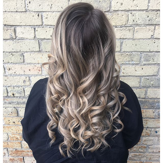 Touched up some highlights, brightened the ends and finished off with a beautiful ashy beige tone👌🏽 #hairgoals #highlights #babylights #rootshade #redkenready #redkencolor #theloftwinnipeg #downtownstylist #winnipeghair #winnipegstylist