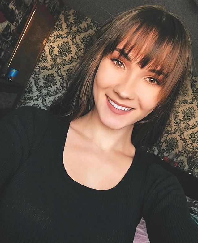 How bomb is my clients selfie? Especially with her new bangs!! completely changed her overall look and we're loving it🌹  Dm or call the salon directly to book or online!