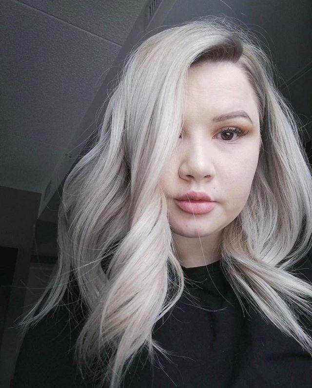 My girl is HAIR GOALS 🔥 • • • • • #theloftwinnipeg #hairbyannamariem #hairstyles #haircolor #haircut #bombshell #bombhair #hairinspo #hairinspiration #hairideas #behindthechair #framar #olaplex #winnipegsalon #winnipeg #winnipeghairstylist