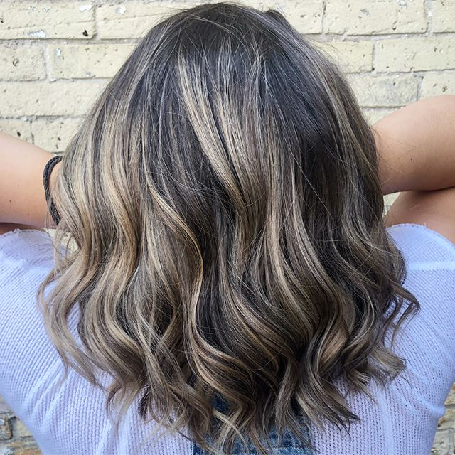 When you just need a bit of brightening up for summer ☀️ #theloftwinnipeg #highlights #balayage #rekencolour #blondebabe #waves #lovethisstyle #downtownstylist #winnipeghair #beforeandafter