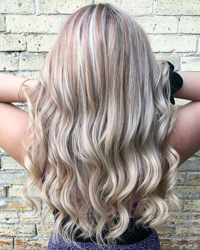 A full head of highlights to brighten up your day✨ #theloftwinnipeg #hairgoals #highlights #somanyhighlights #redkenready #redkenshadeseq #waves #babehair #winnipeghair #downtownwinnipeg #winnipegstylist #blondehair