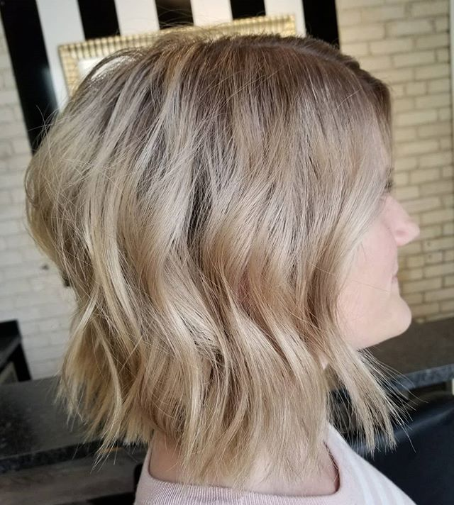 Summer look. 👀 • • • #highlights #babylights #hairartist #hairdesign #redkencanada #redkenready #redkensalon #yourbesthair #hotd #hairinspo #summervibes #hairtrends #winnipeghair #winnipegsalon #winnipeghairstylist #theloftwinnipeg