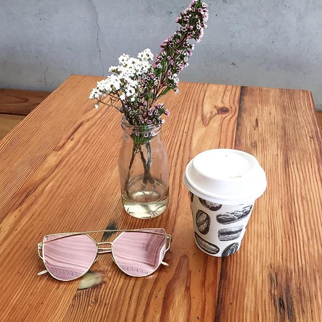 Pink mirrored Willow Shades are where it's at 😎 regram ✖️ @theresatrends