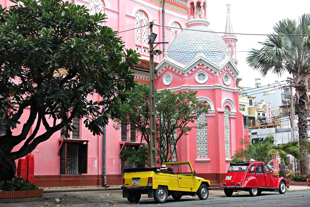 Discover the multi-faceted Saigon with its unsung neighbourhoods, its colonial vestiges and its busy streets.