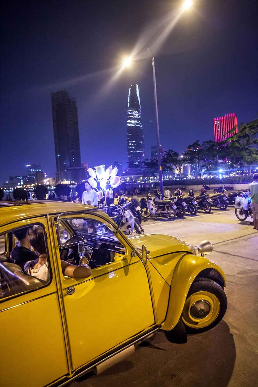 Saigon 2CV TOUR