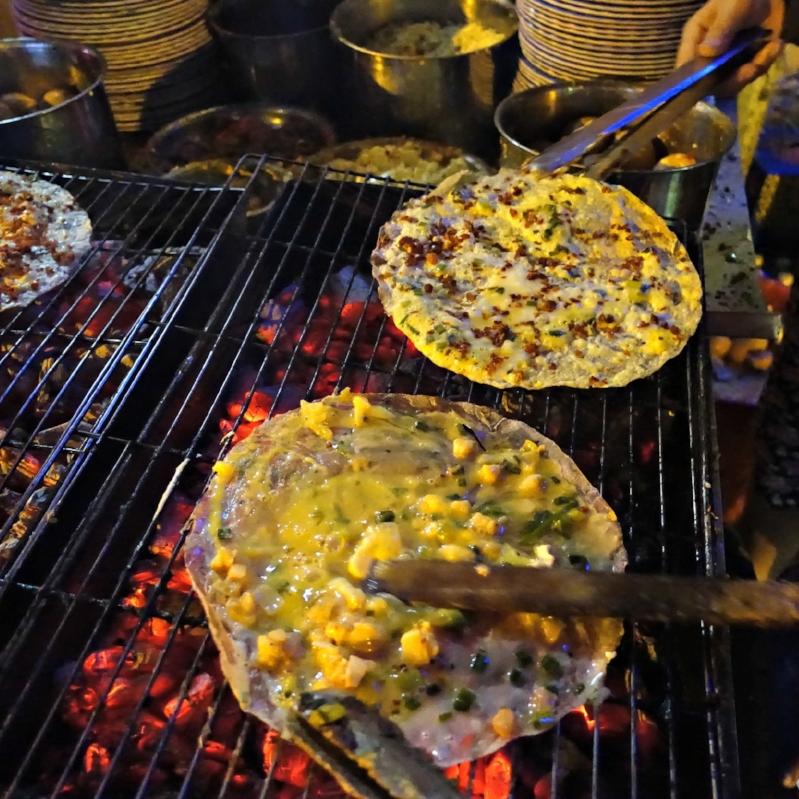 bánh_tráng_nướng_Saigon2CVTour.jpg