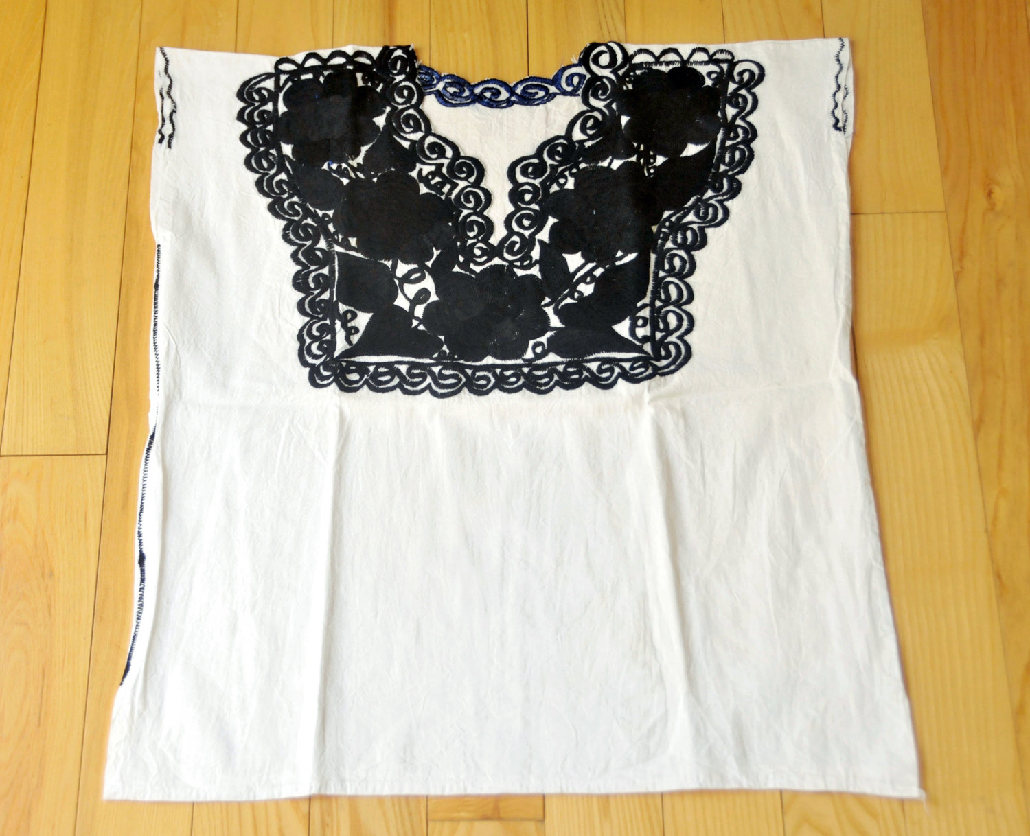 3dccb68acded34 Traditional Embroidered White Black Blouse   Mexican Mayan Patterns    Flowers from Zinacantan