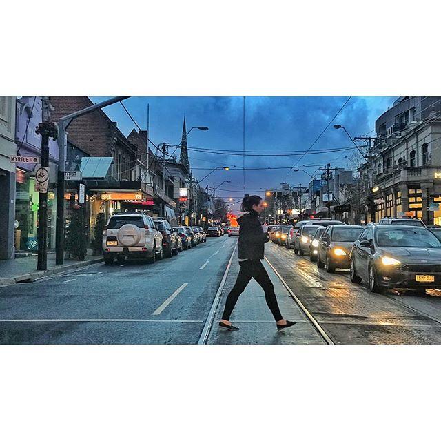 • O U R H O O D •  Scene.🏃♀️🏃🏃♀️🏃🎬 @toorakroadsouthyarra #melbournemood #alltheworldsastage #neighbourhood #southyarra #toorakroad #melbourne #theseddayaremadeofthis #casting #auditions #people #acting #highwaycasting