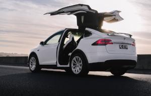 Tesla_X-001.jpg