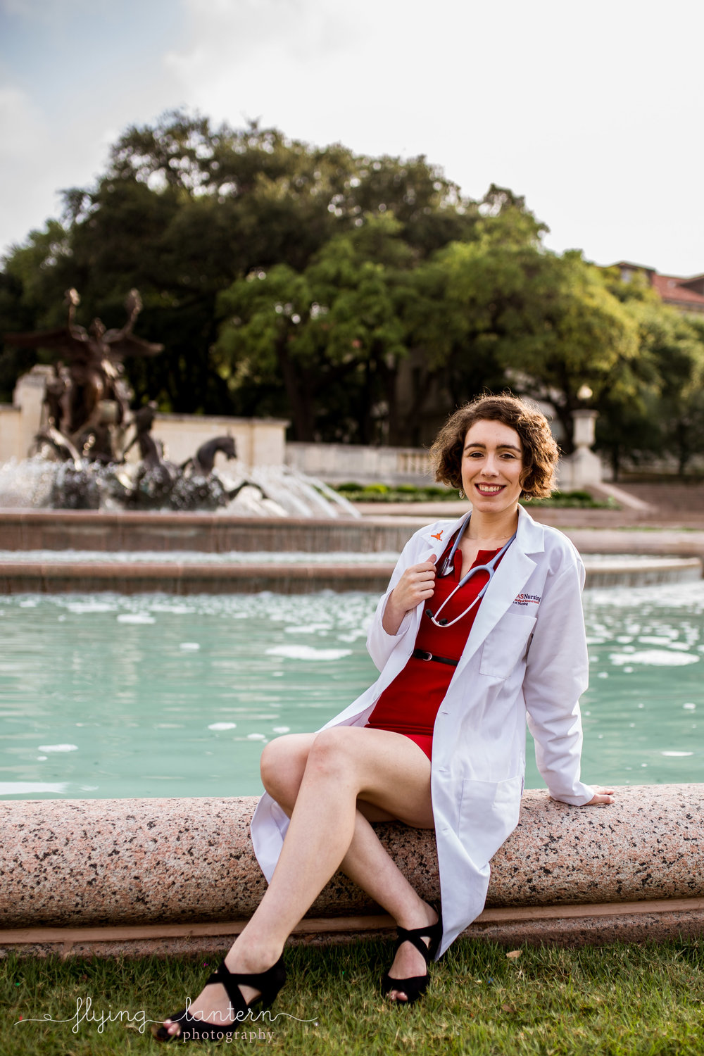 girl Senior Portrait at university of texas in front of fountain by erin reas of flying lantern photography