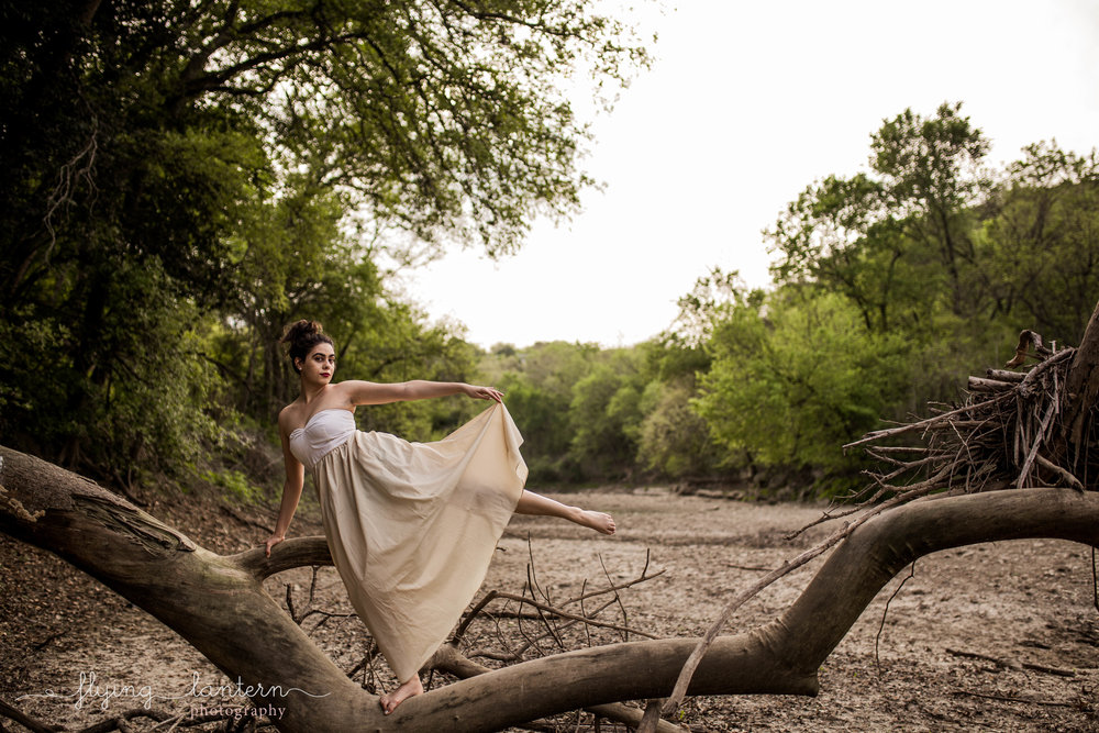 girl Senior Portrait in austin, tx by erin reas of flying lantern photography
