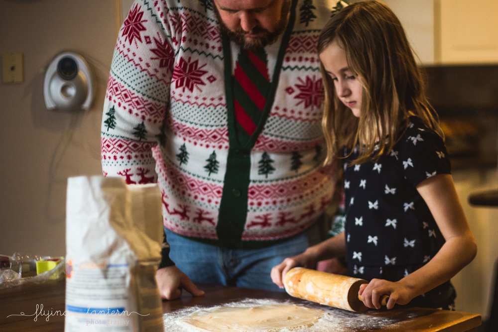family lifestyle session baking christmas cookies in austin, texas by erin reas of flying lantern photography
