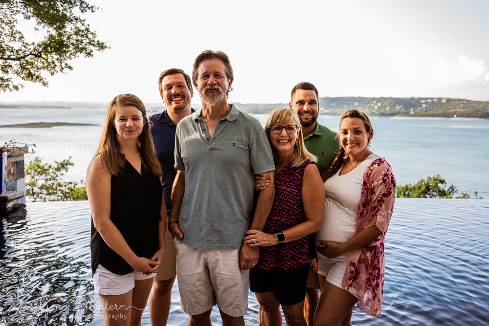 Extended family session on Lake Travis during family reunion. blended family. six person family. Photo by Erin Reas of Flying Lantern Photography