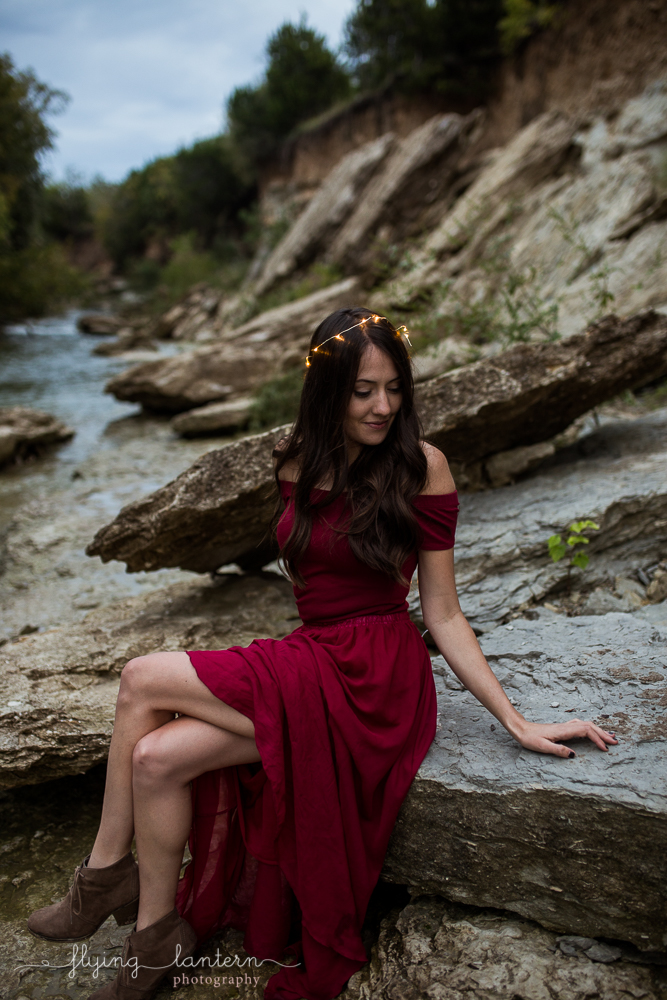 Girl with fairy lights at Walnut Creek in Austin Texas sitting on rock. Photo by Erin Reas of Flying Lantern Photography