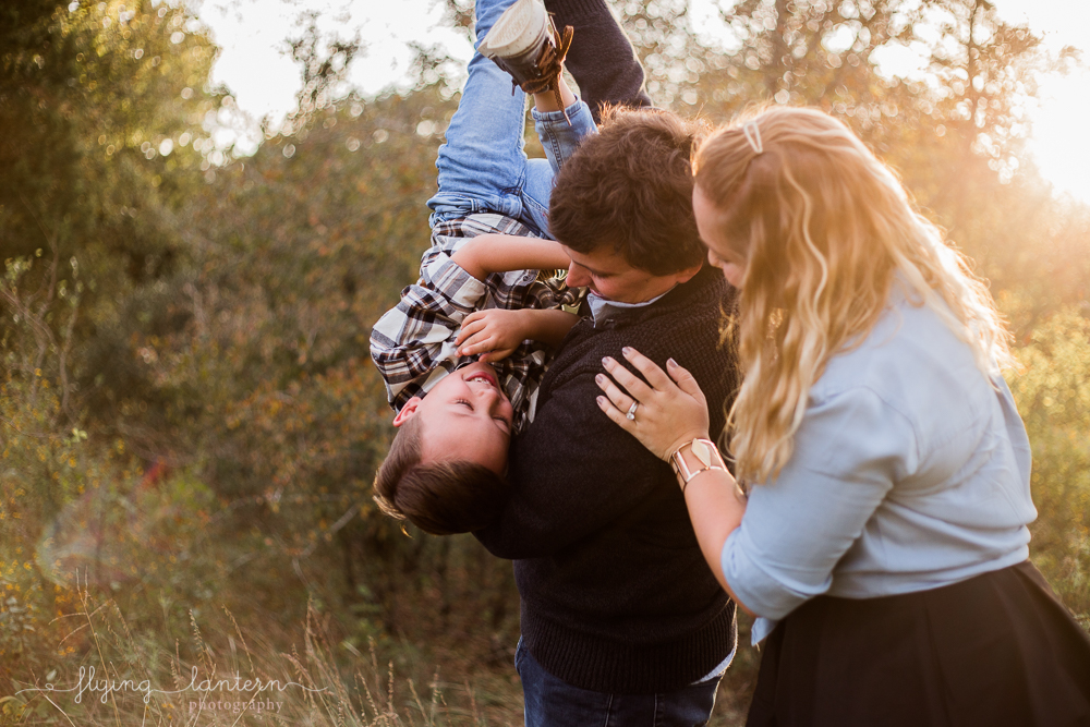 playful family lifestyle session for holiday cards. photo by erin reas of flying lantern photography based in austin texas