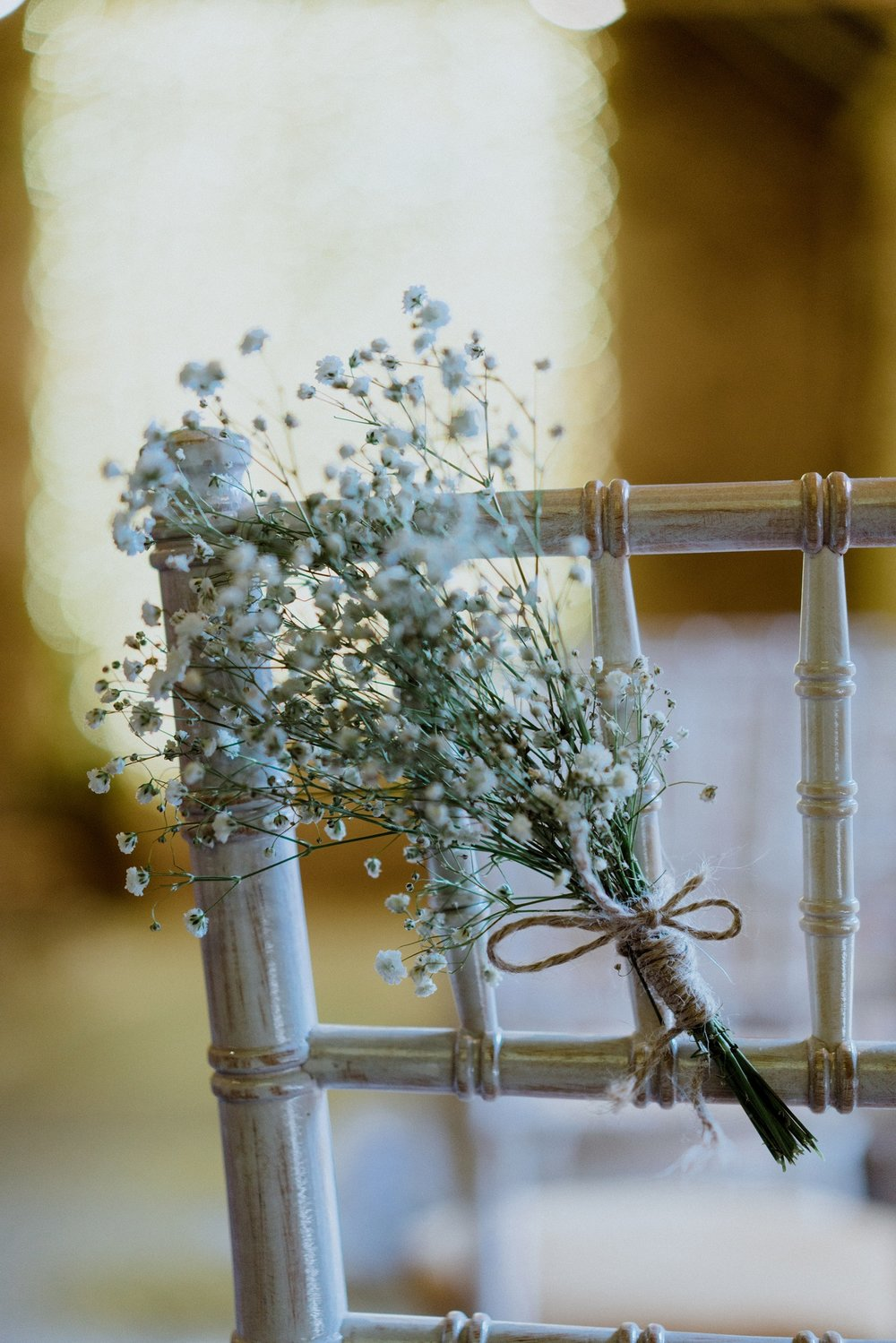 Baby's Breath Pew Ends at The Normans. Photo by www.sevenpoints.uk