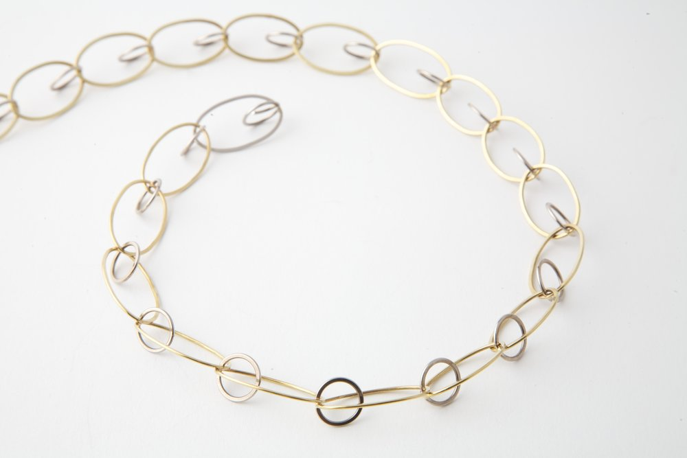 Circel ovaal collier zilver 18K geelgoud (1).jpg