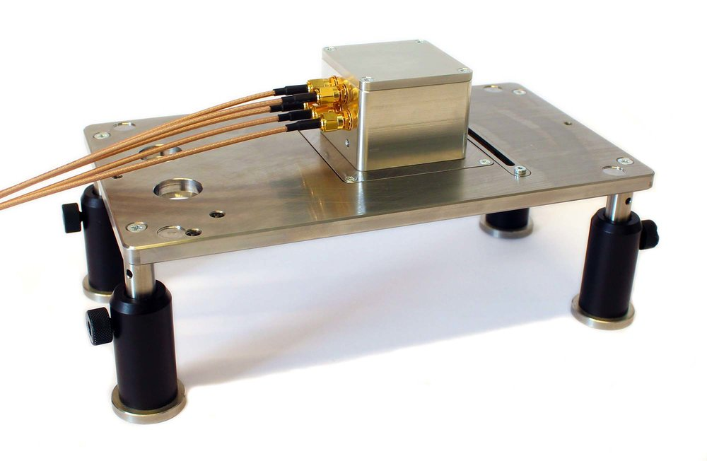 Sample holder for an oled or PV sample with 4 devices. All devices can be measured after each other automatically with Paios. The sample holder is compatible with the regular measurement table.