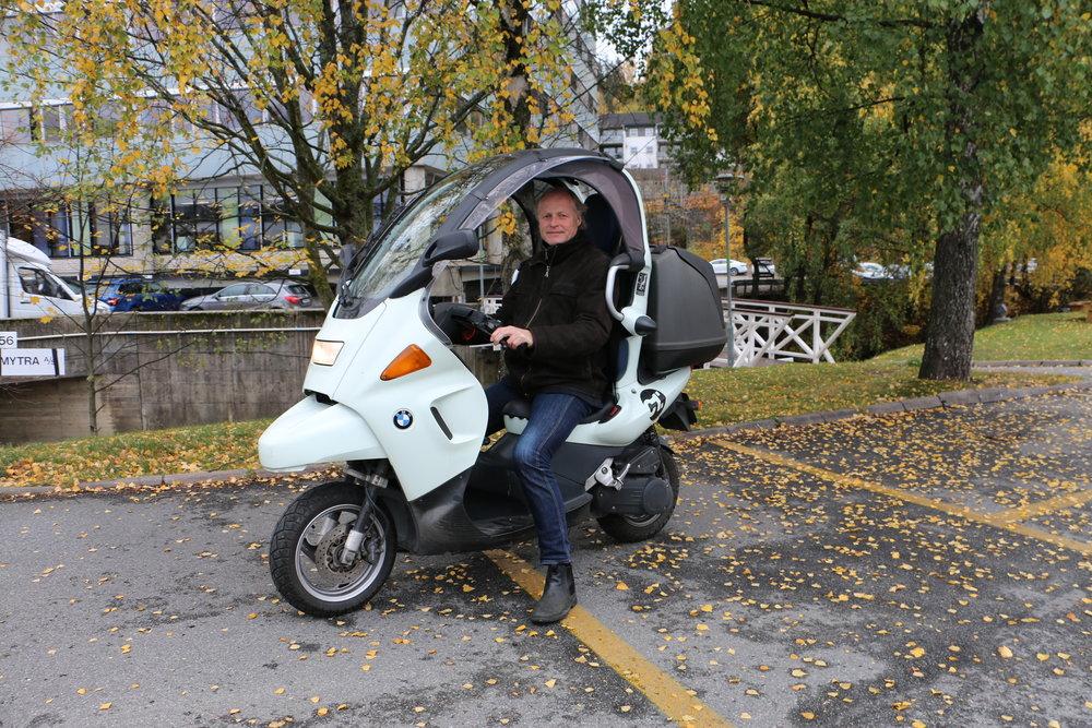 """En scooter fra BMW ble KNAs generalsekretærs """"sommer""""-løsning i det samferdselspolitiske landskapet i stor-Oslo."""