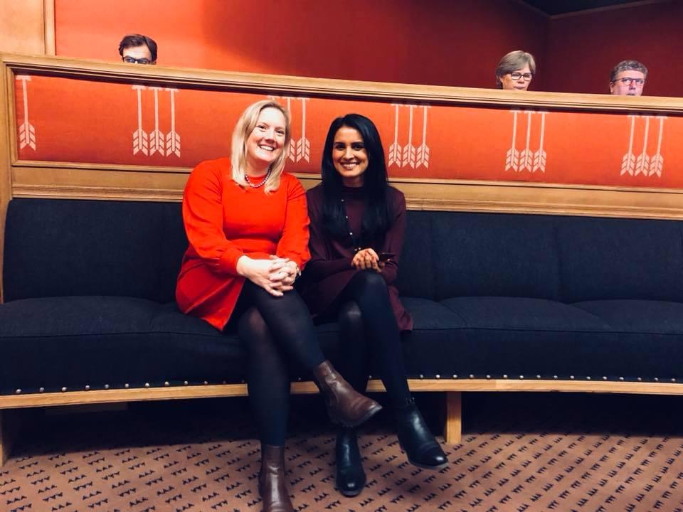 Aina Stenersen og Høyres ordførerkandidat Saida Begum.