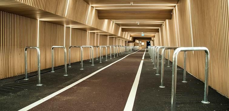 Dette er samferdselsbyrådens sykkelparkering på Oslo S. Koster 100.000 kroner i leie per måned og plass til 160 sykler.