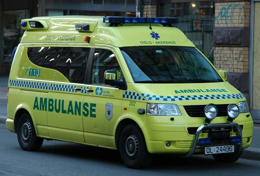 Oslo_Akershus_VW_Ambulanse_in_new_colors_-_2007.04.03.jpg