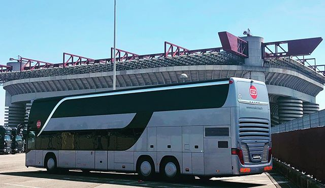 I got 99 problems but a bus ain't one ☝🏽 🔥Beyonce & Jay Z OTR 11 tour San Siro