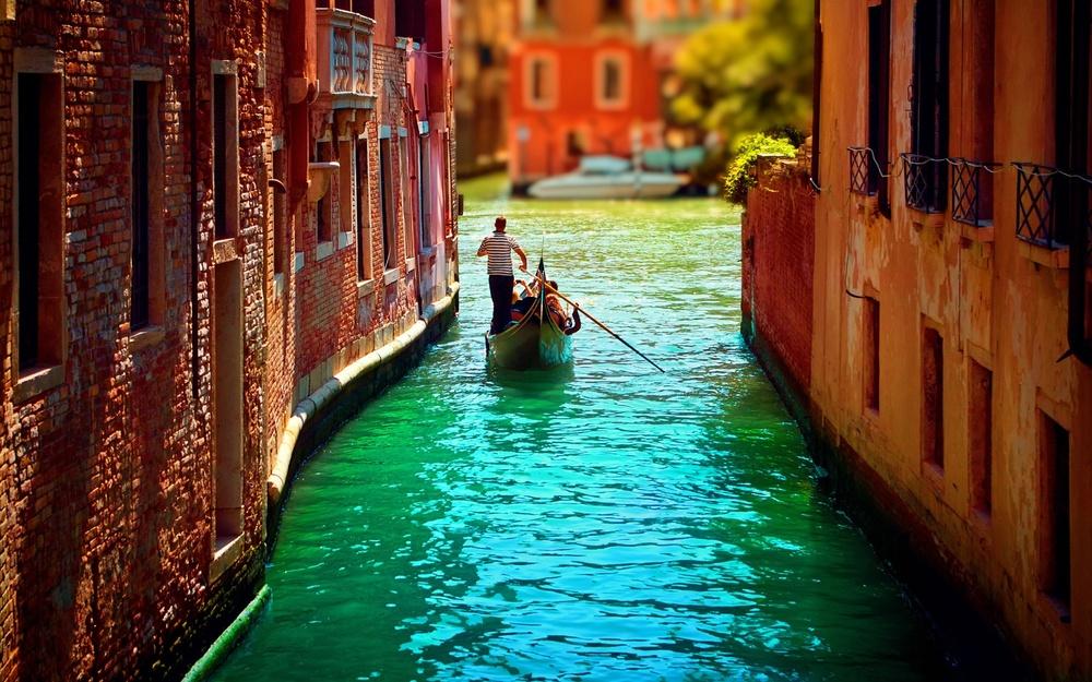 gondolas-in-venice-italy-wallpapers-beautiful-2.jpg