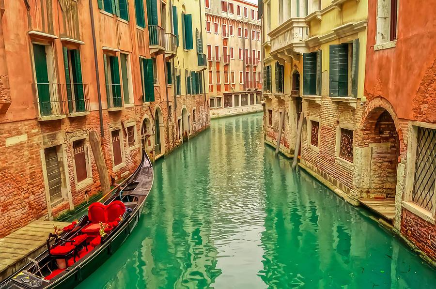turquoise-canal-venice-italy-sarah-ferrante.jpg