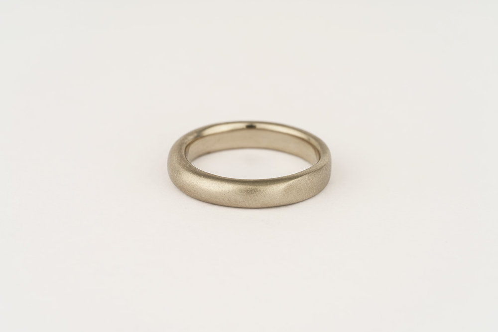 14ct white gold band | half flat / half rounded with satin finish