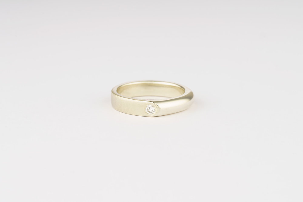 9ct white gold / CanadaMark diamond engagement ring