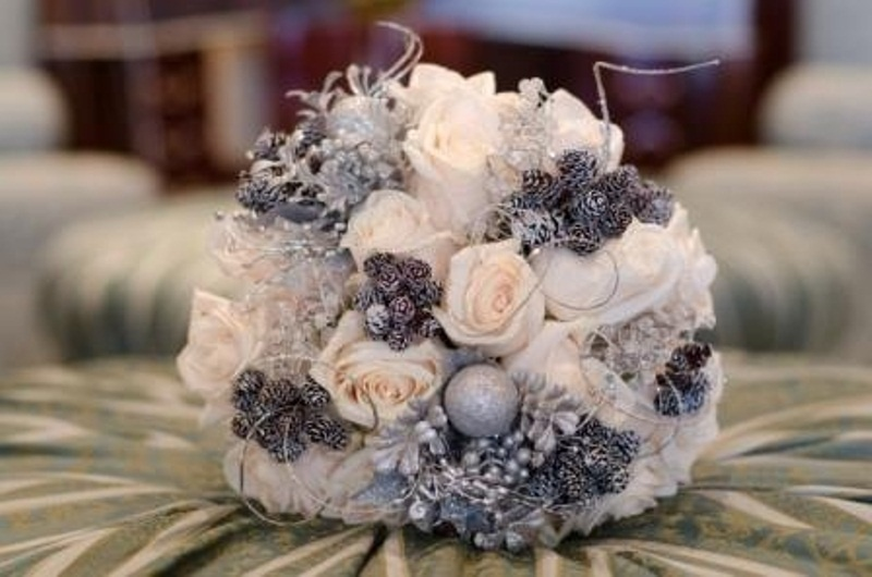 beautiful-winter-wedding-bouquets-46.jpg