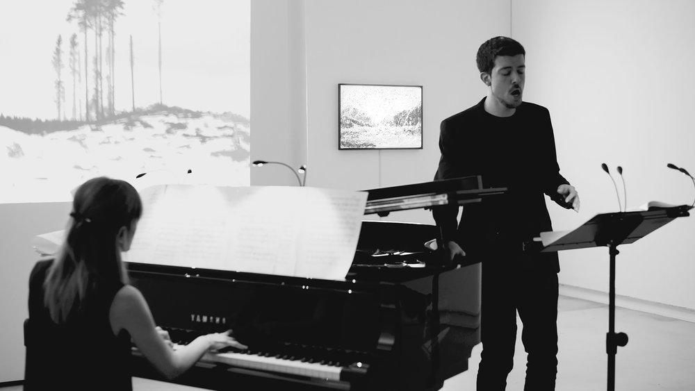Shubertiade: Winterreise 1st cycle   2018, 45'32'', voice, piano, two screenings, BilbaoArte Foundation. Baryton: Oriol Mallart Piano: Carmen Santamaría