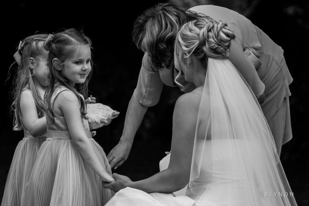 The bride talks to her duaghter