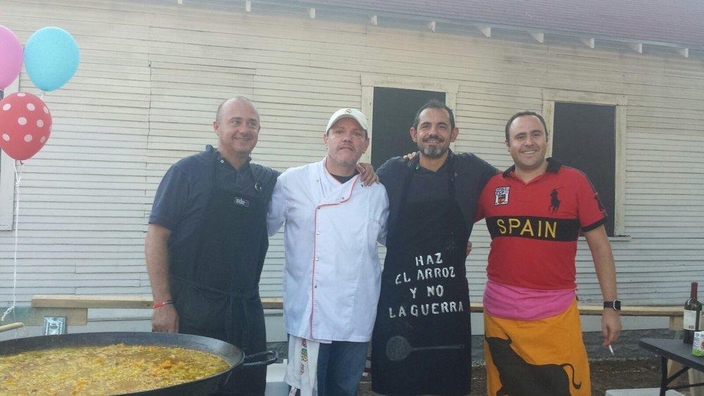 Paella y pasion - chefs.JPG