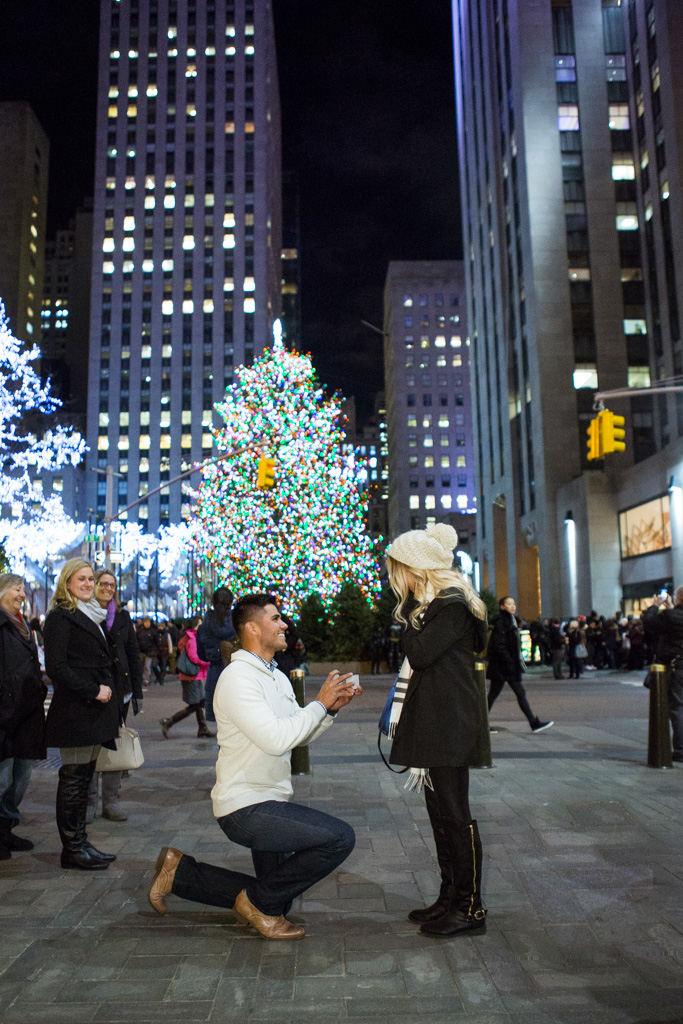 This guy is the fucking worst. Real original bro -  you are the one millionth person to propose at Rockefeller Plaza. Also, extra points for doing it in public where she pretty much can't say no.
