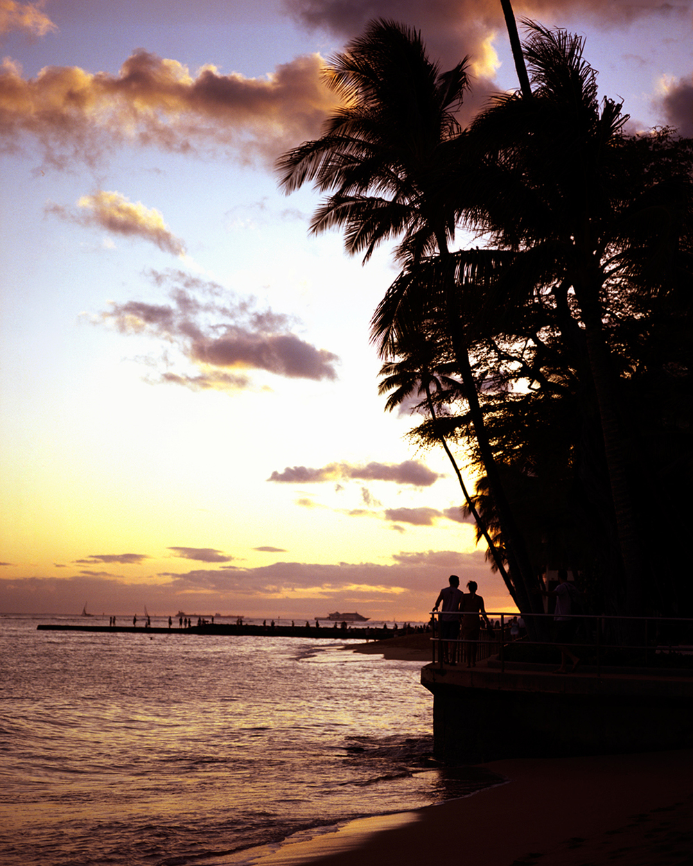 THE BEACH WALK AROUND HALEKULANI