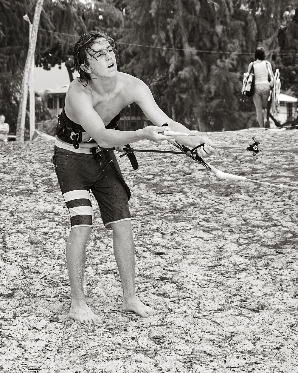 KITEBOARDER LINING UP HIS ROPES, KAILUA BEACH PARK
