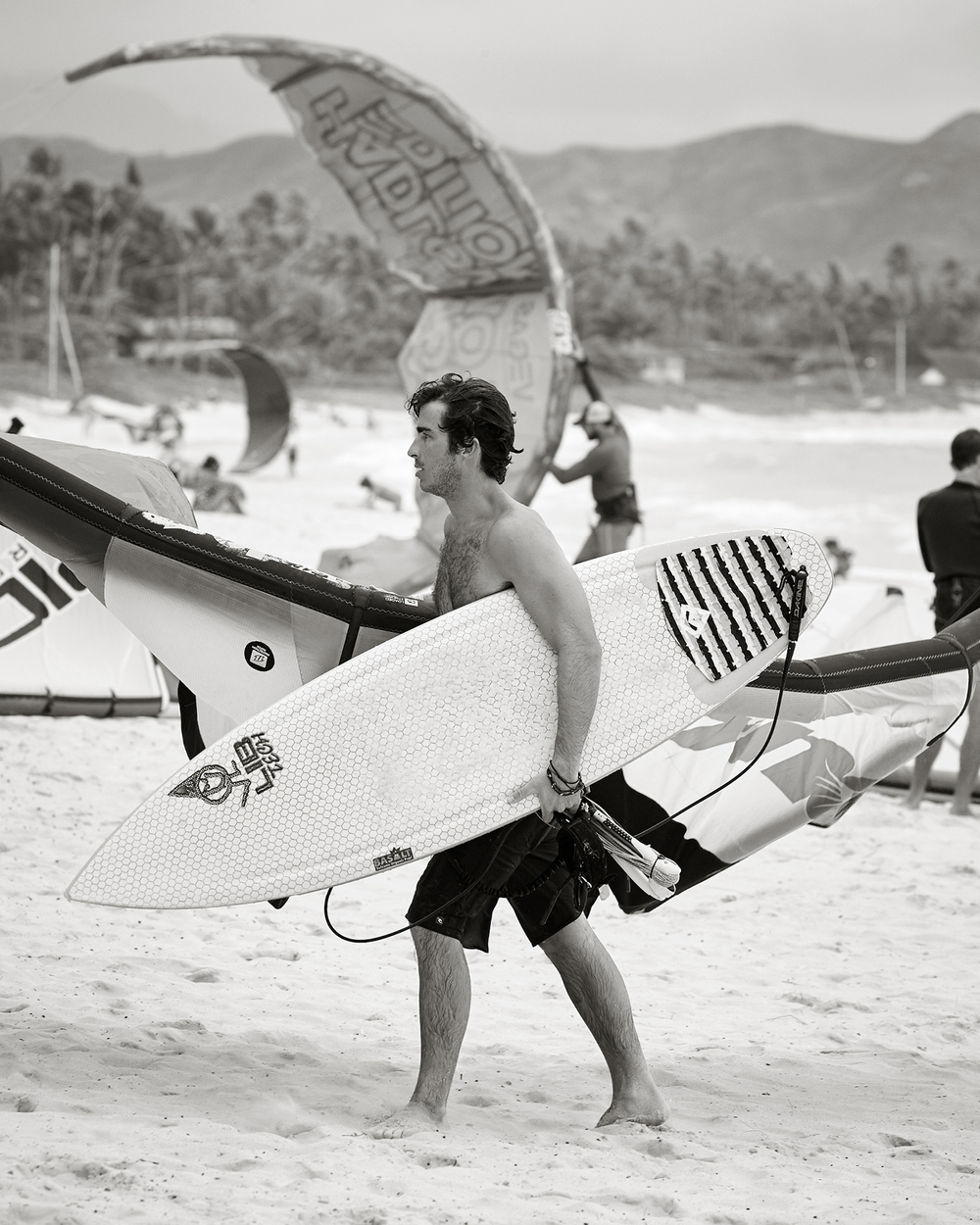 KITEBOARDERS AT KAILUA BEACH PARK