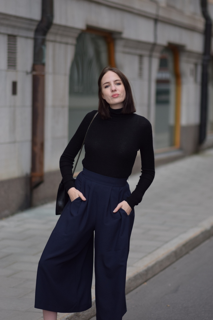 Black Uniqlo turtleneck and black Saint Laurent Betty bag