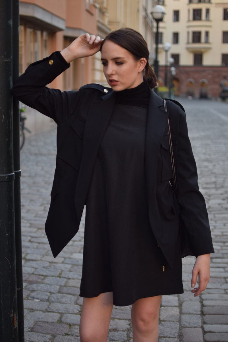 Street Style photography in Stockholm, all black outfit
