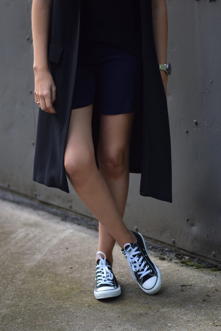 Long jacket with shorts and converse