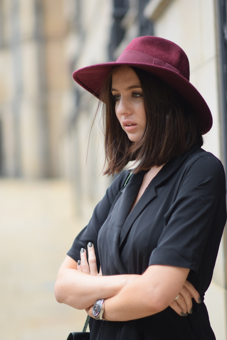 Styling a coloured fedora