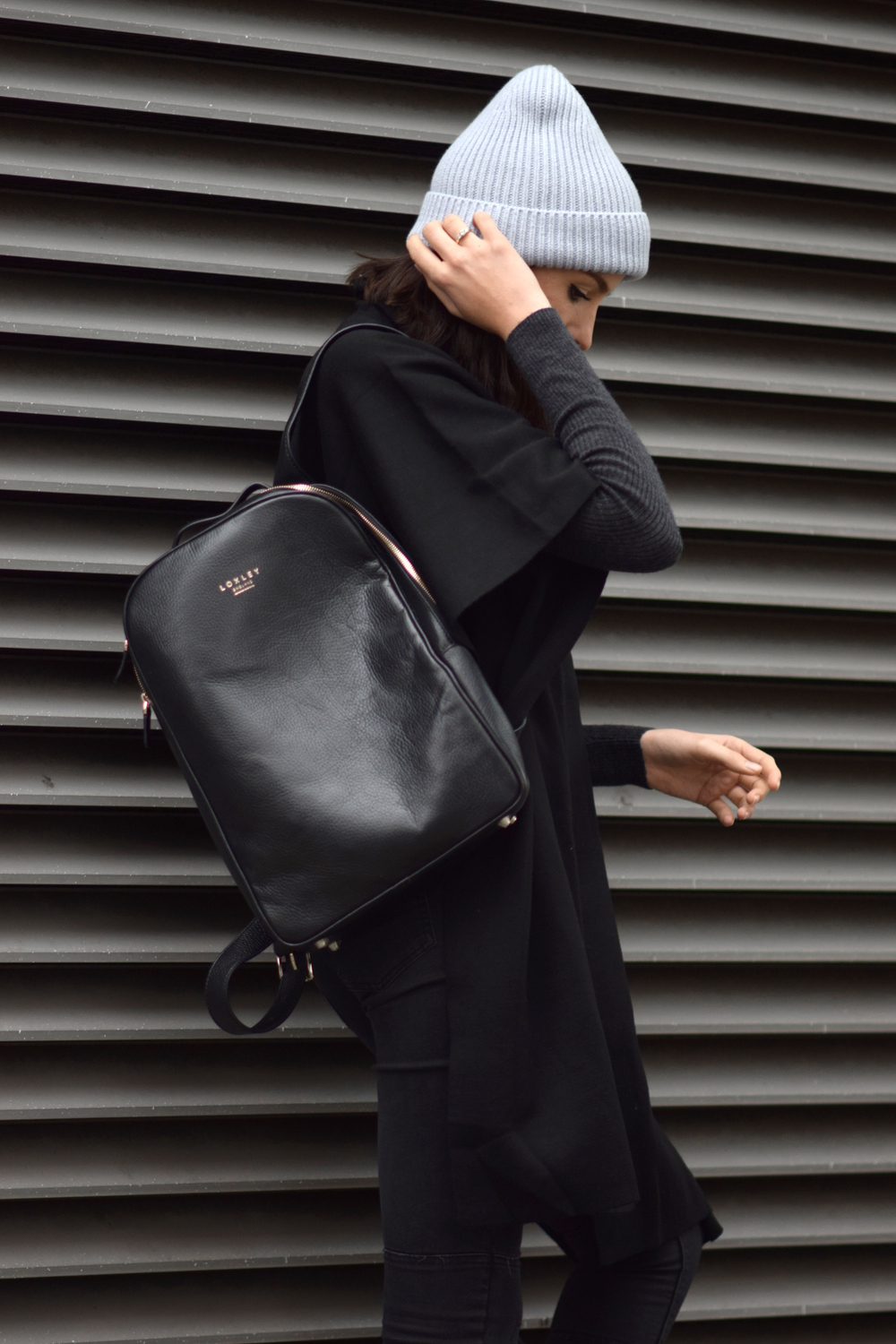 blogger styling back pack minimal look