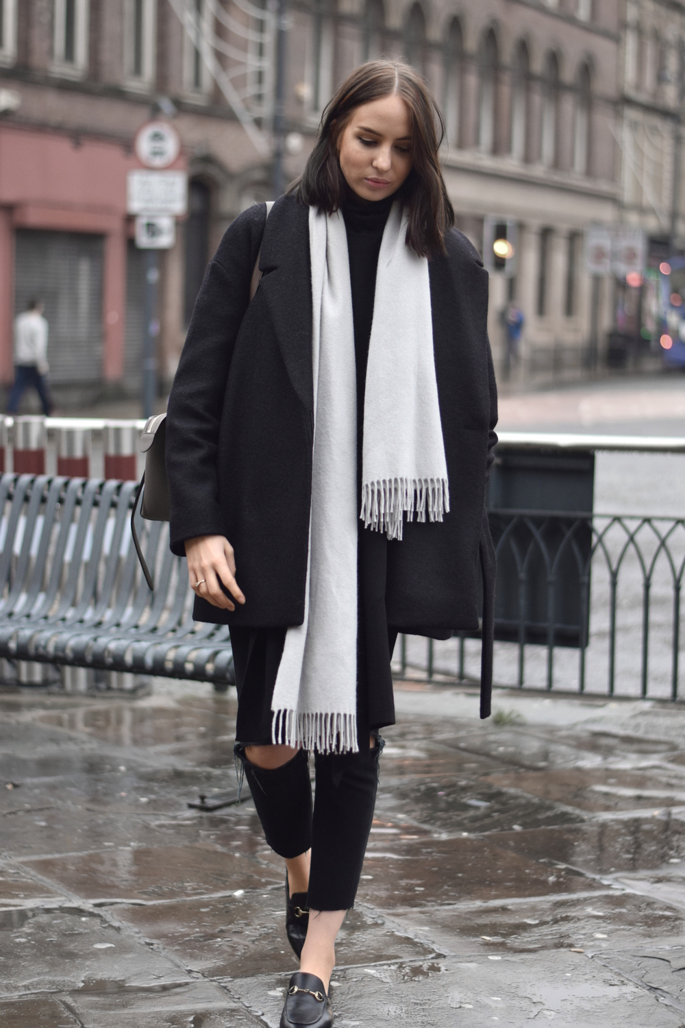 Minimal Winter outfit fashion blogger