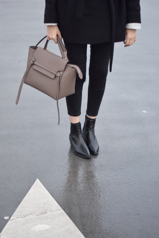 Black chelsea boots blogger