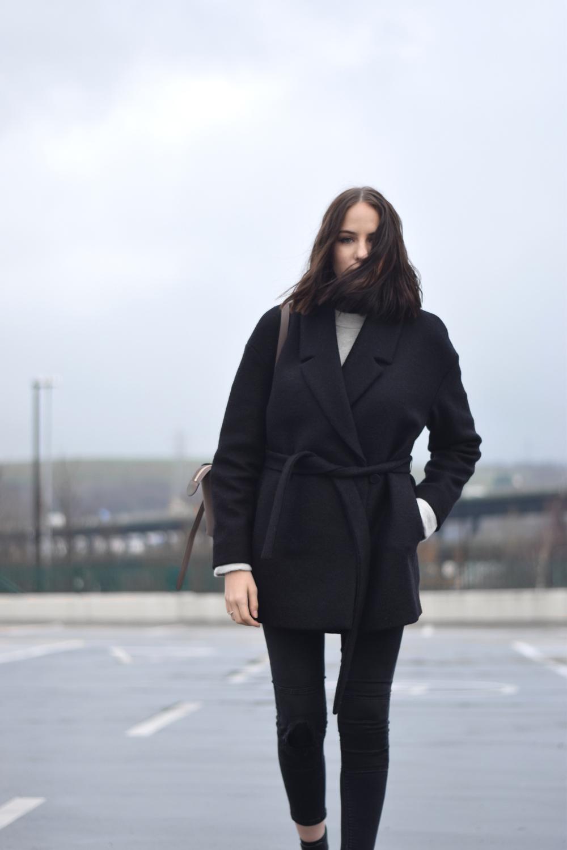 Belted black coat minimal style blogger