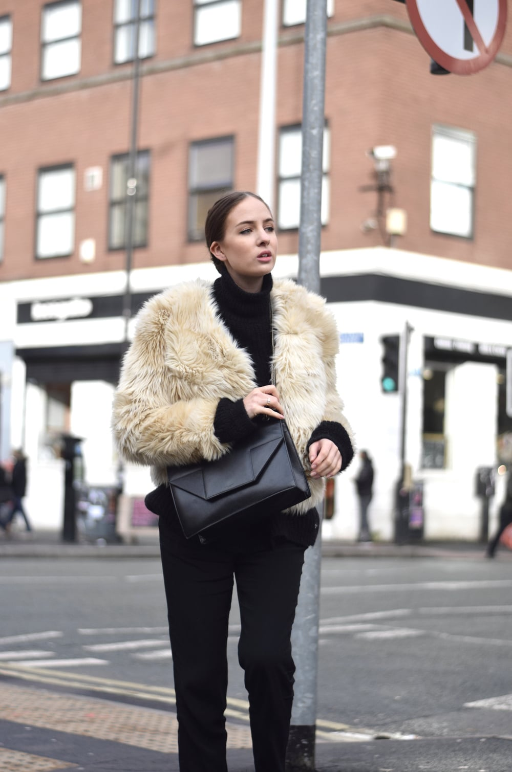 cream Fur jacket minimal fashion blogger