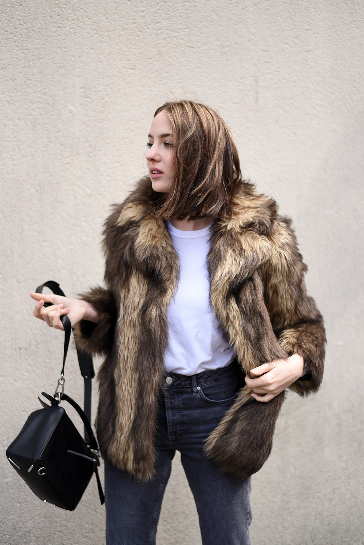 Minimal Fashion Blogger