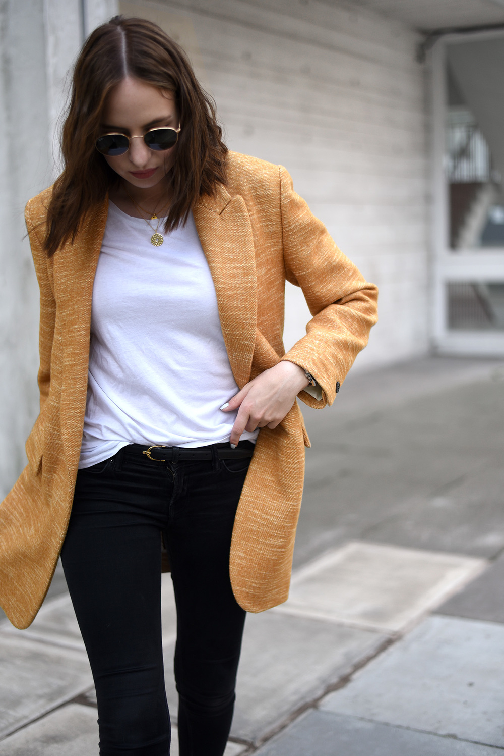 Minimal Fashion Blogger